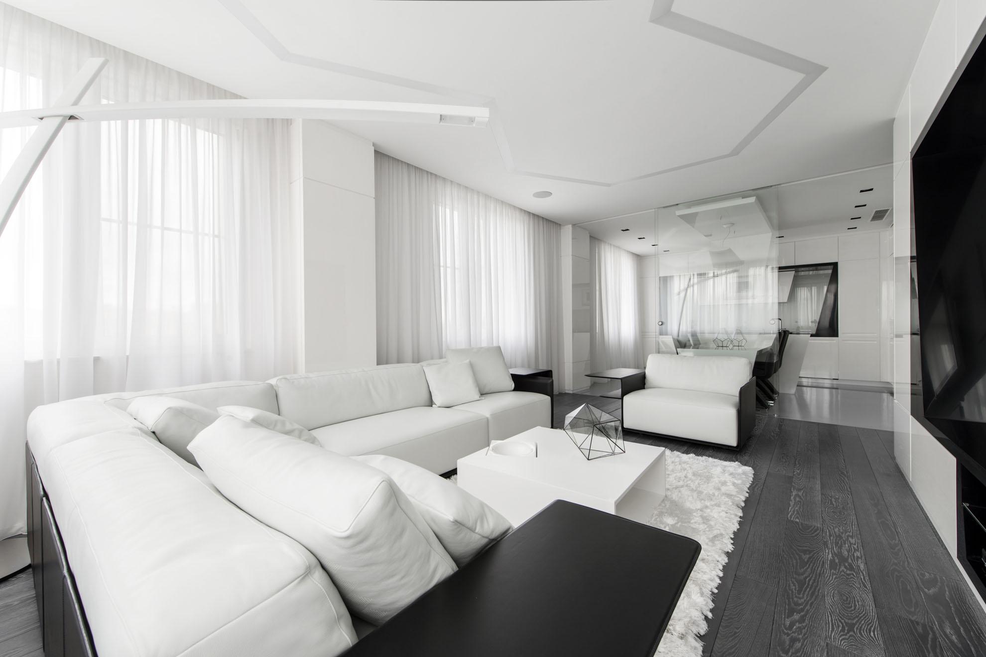 белые шторы в гостиной декор фото