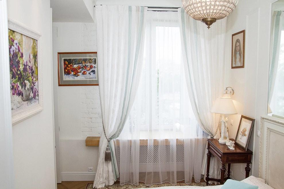 белые шторы в гостиной фото видов