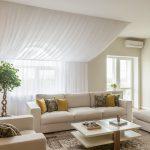 белые шторы в гостиной идеи виды