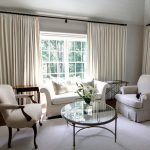 белые шторы в гостиной оформление фото