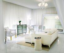 белые шторы в гостиной варианты фото