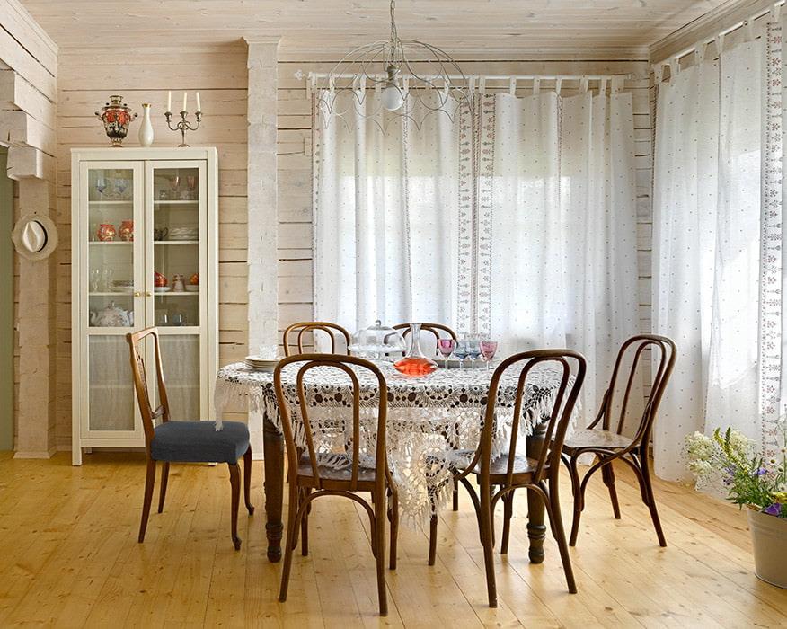 белые шторы в гостиной варианты