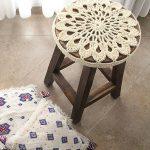 вязаные чехлы на стулья и табуреты дизайн фото