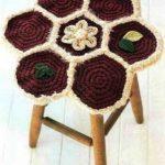 вязаные чехлы на стулья и табуреты декор фото