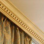 деревянные потолочные карнизы для штор и тюли