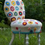 вязаные чехлы на стулья и табуреты декор идеи