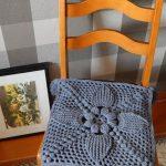 вязаные чехлы на стулья и табуреты идеи декора