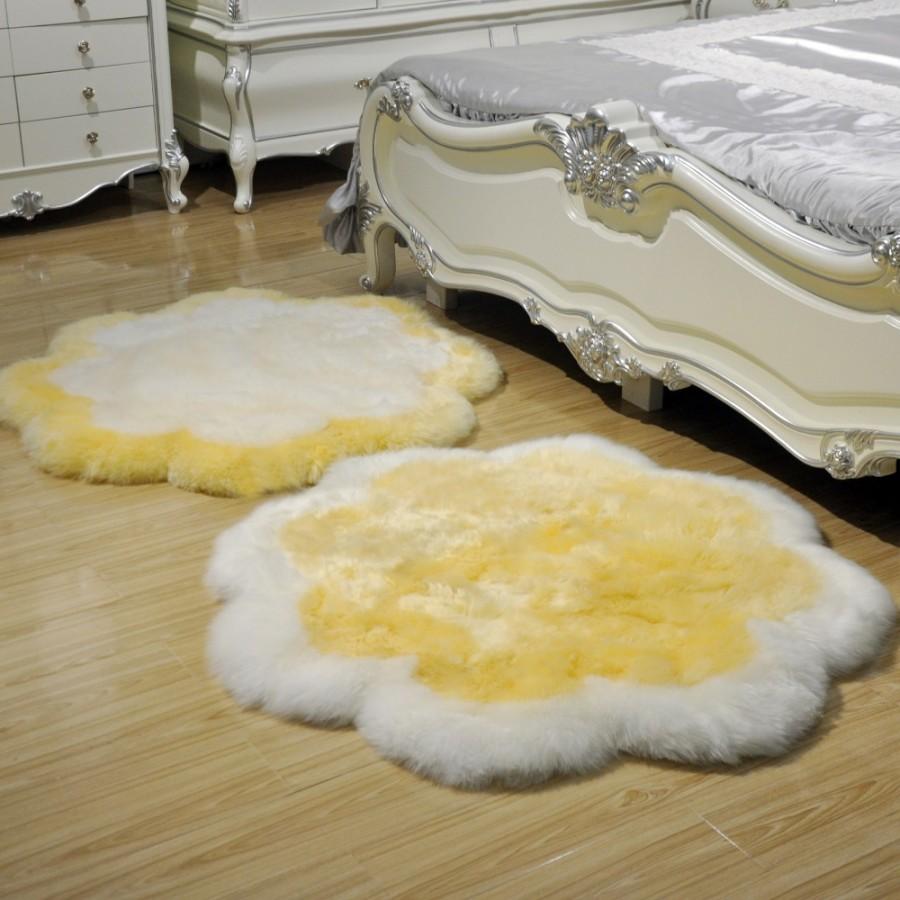 прикроватные классические коврики для спальни дизайн фото