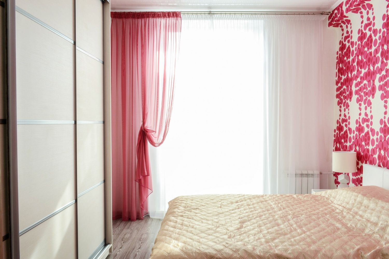 красные шторы фото обзор