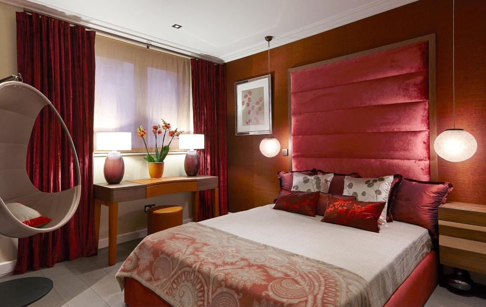 красные шторы идеи декора