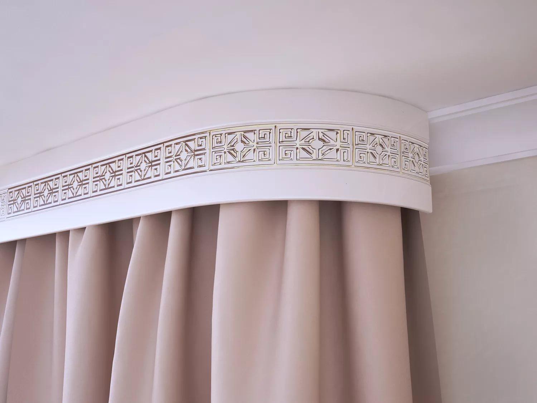 металлические карнизы для штор с багетом