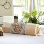 подушка валик идеи декора