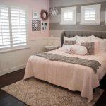 прикроватные классические коврики для спальни фото декора