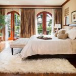 прикроватные классические коврики для спальни фото вариантов
