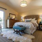 прикроватные классические коврики для спальни идеи интерьер