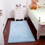 прикроватные классические коврики для спальни оформление фото