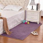 прикроватные классические коврики для спальни виды фото