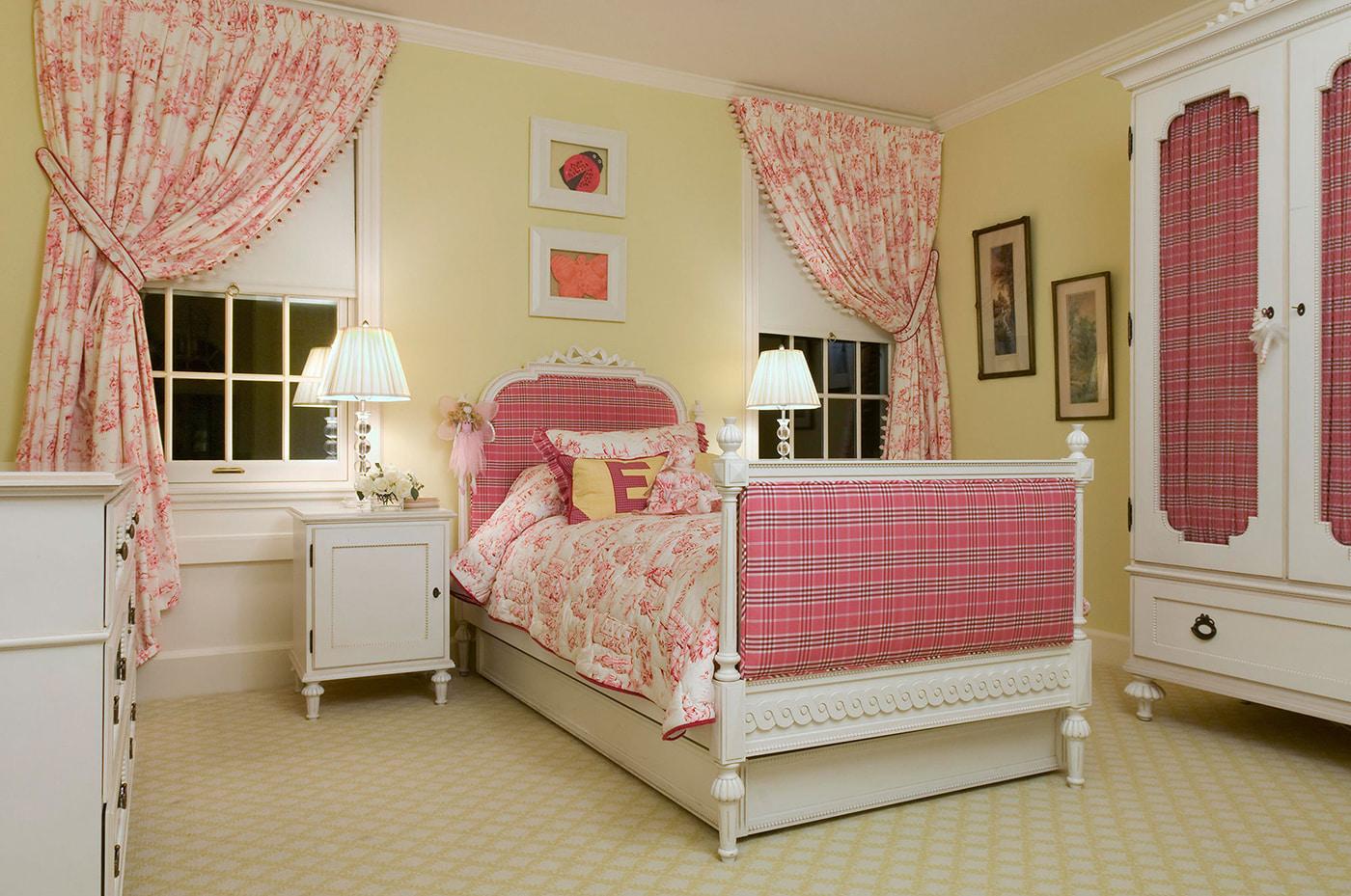 розовые шторы в детскую