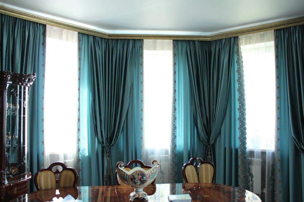 синие шторы идеи декор