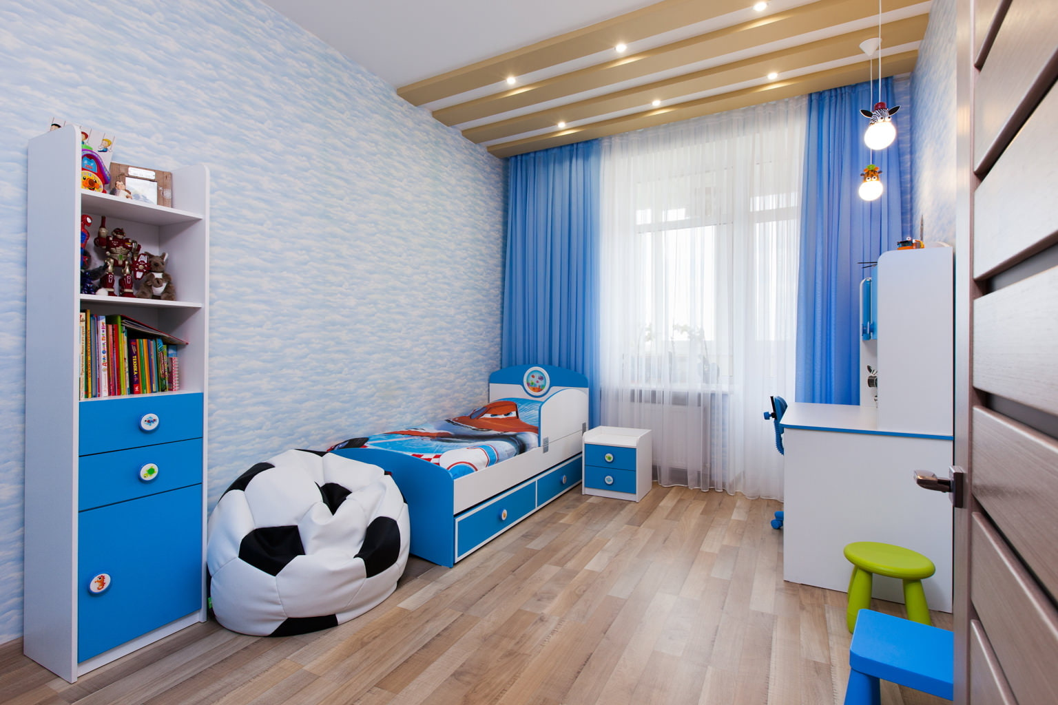 шторы в детскую комнату для мальчика фото оформление