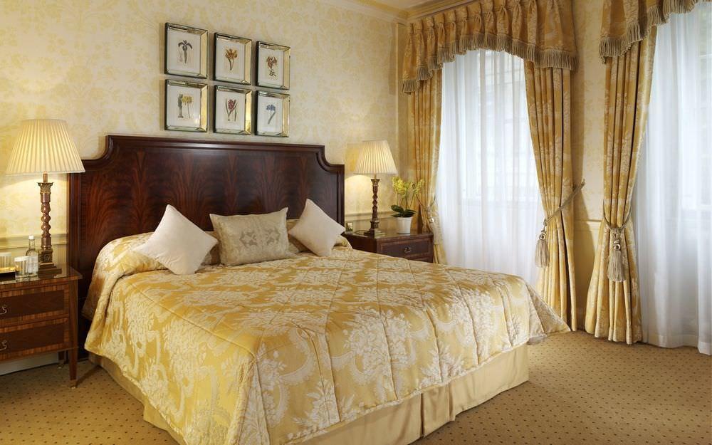 шторы в спальню классические