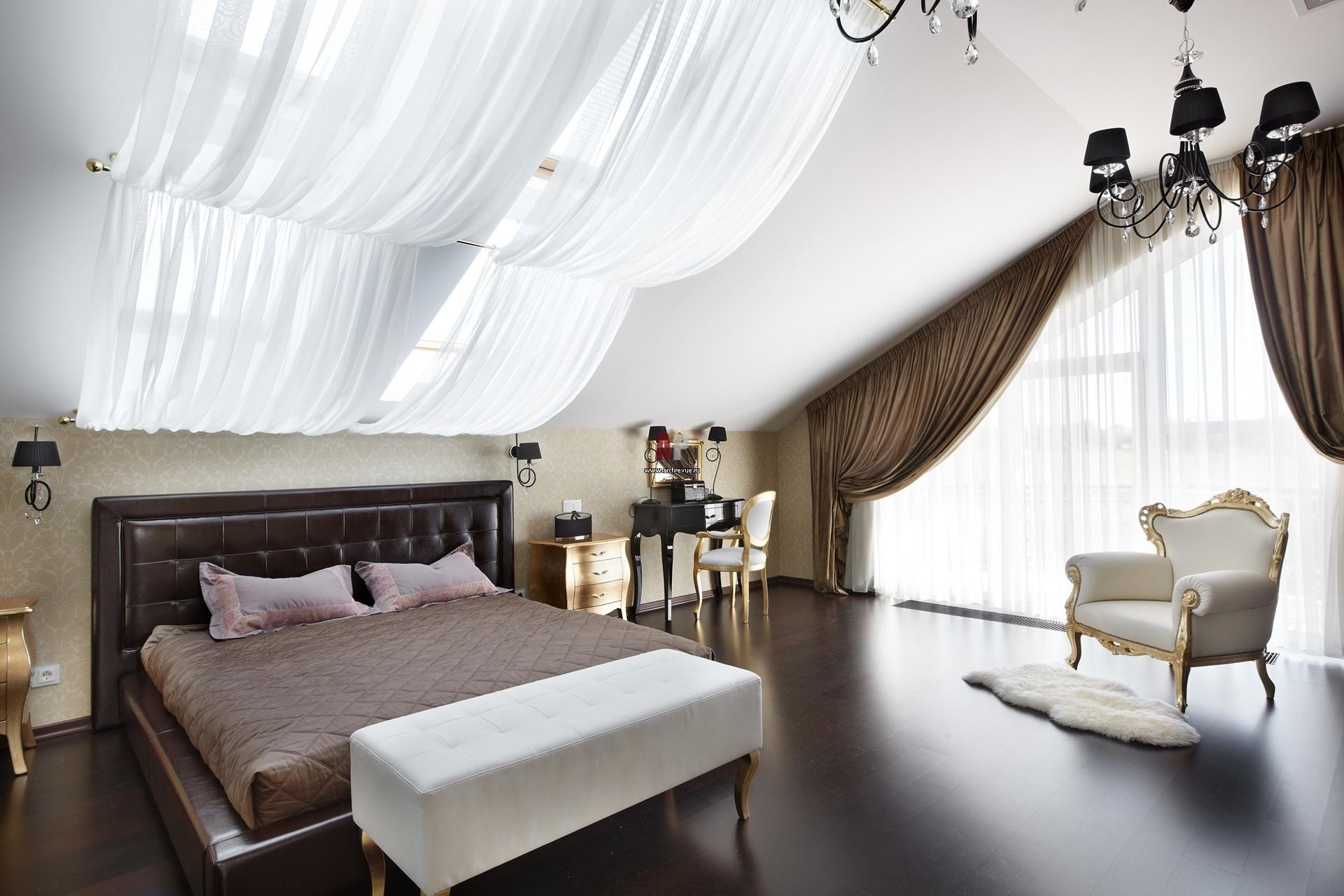 шторы в спальню мансарду