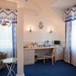 синие шторы фото видов