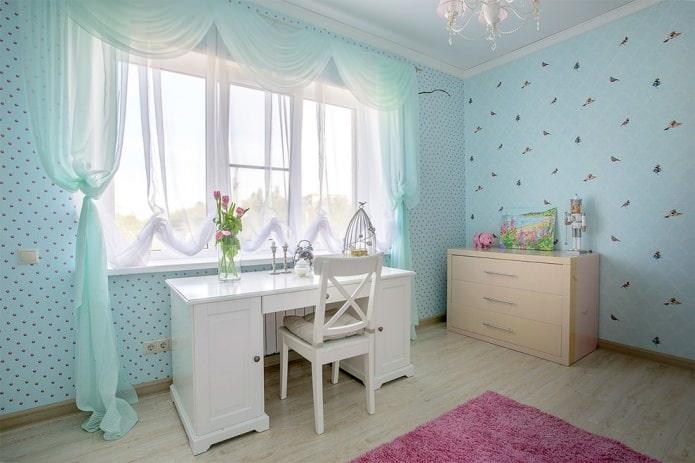 тюль в интерьере детской комнаты