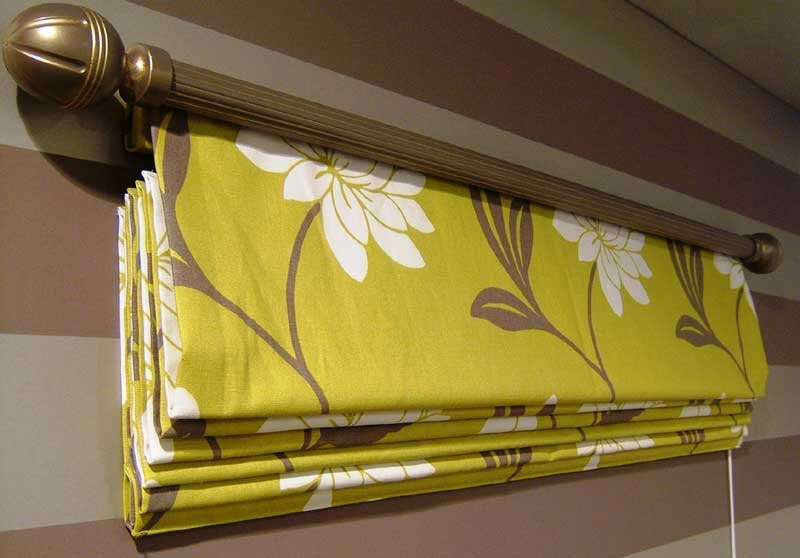 желтые шторы римские
