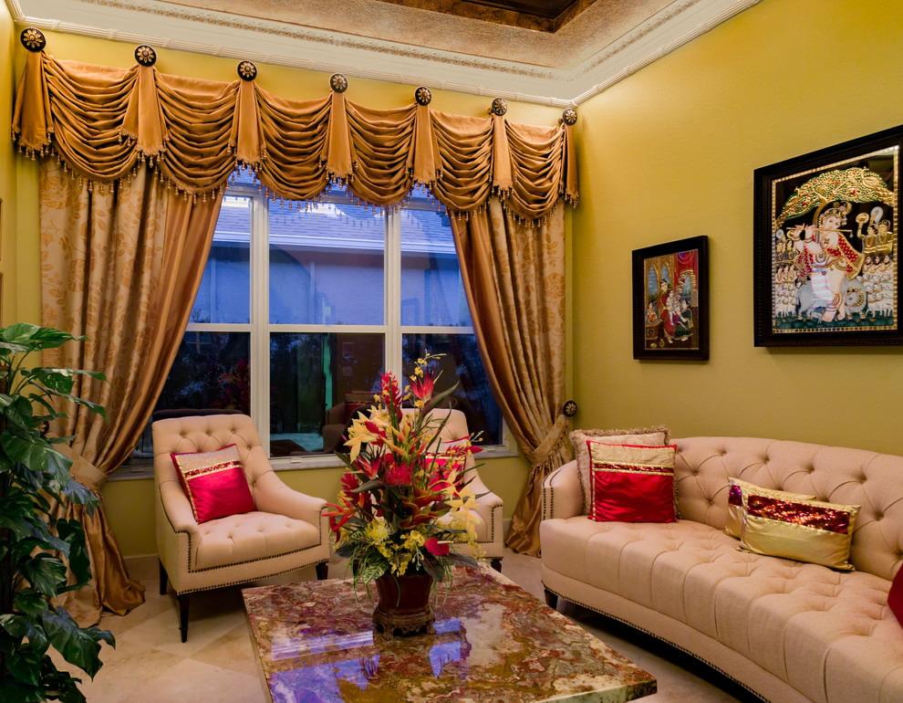 злотые шторы в гостиной