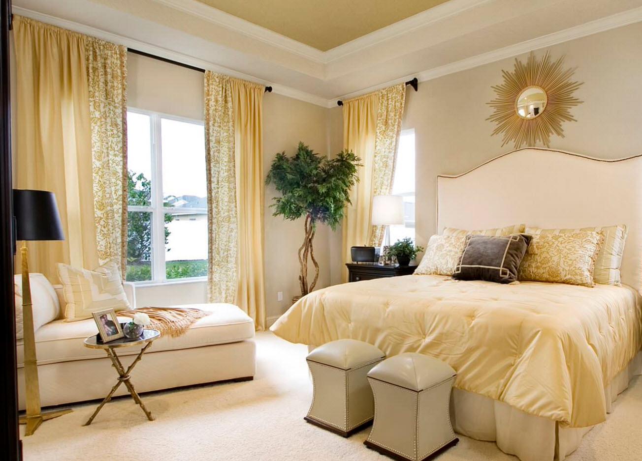 золотые шоры в спальне