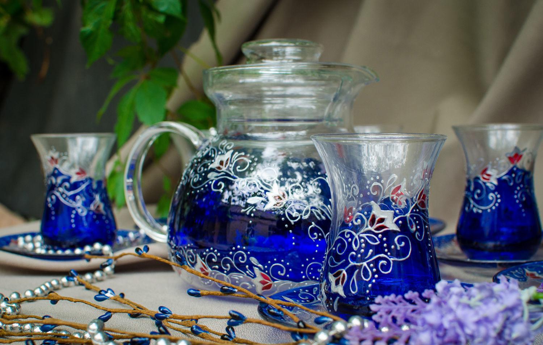 армуды для чая на столе