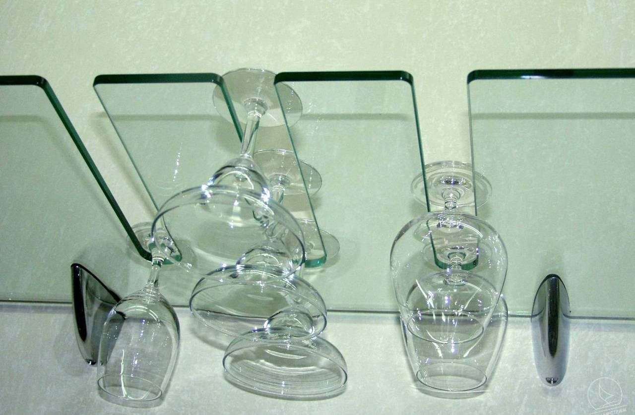 стеклянный держатель бокалов