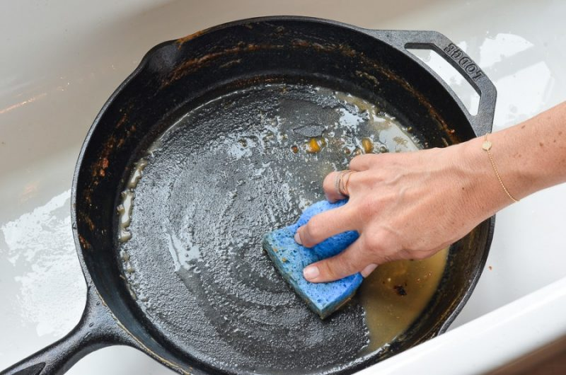 как очистить сковородку