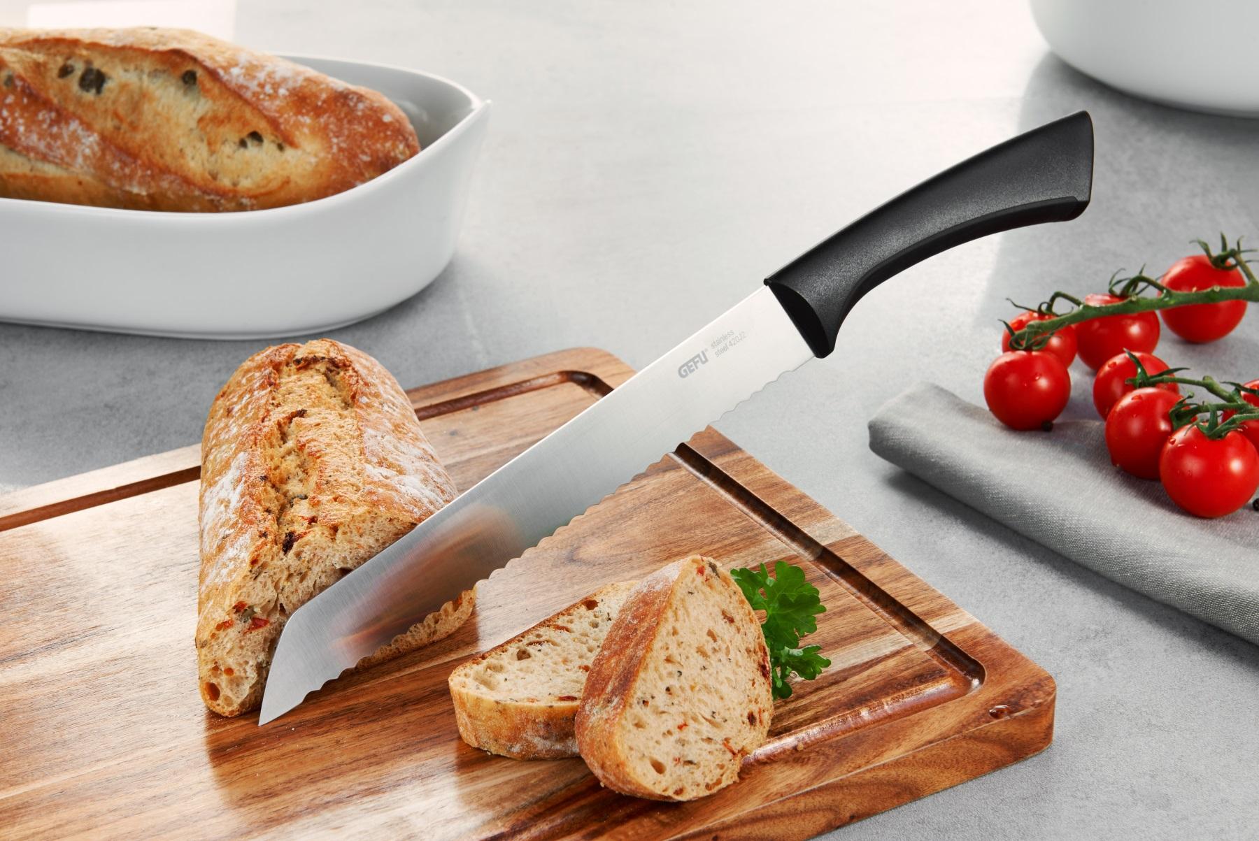 нож на доске