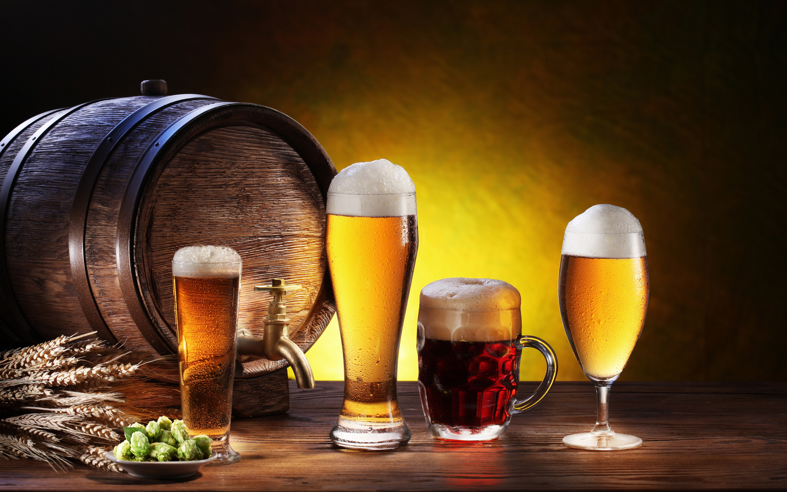 пиво в бокалах