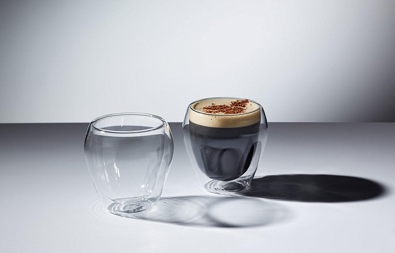 стаканы с кофе