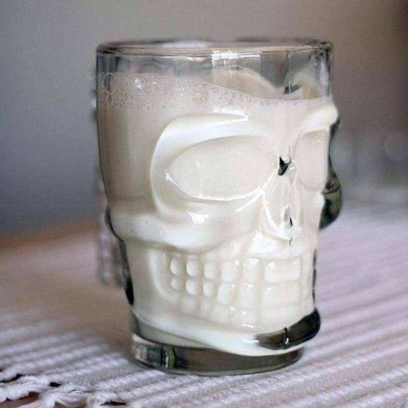 бокал череп с молоком