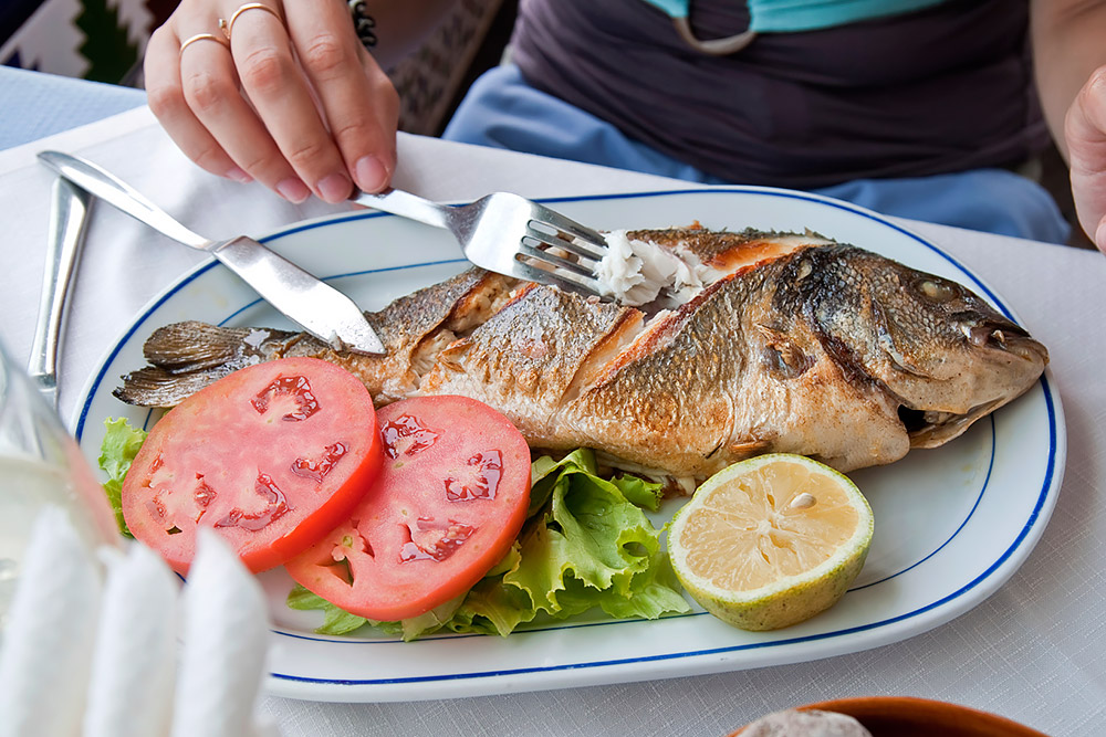 как есть рыбу в ресторане