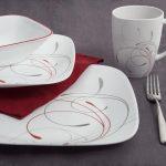 набор столовых тарелок для кухни декор идеи