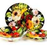 набор столовых тарелок для кухни дизайн фото