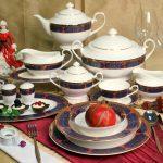 набор столовых тарелок для кухни фото дизайна