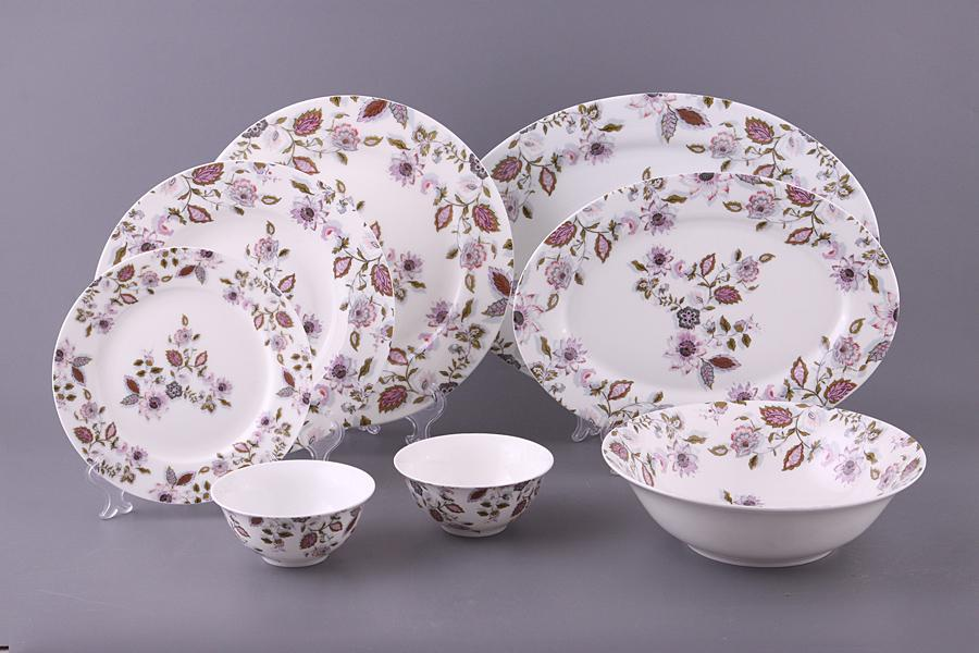 набор столовых тарелок