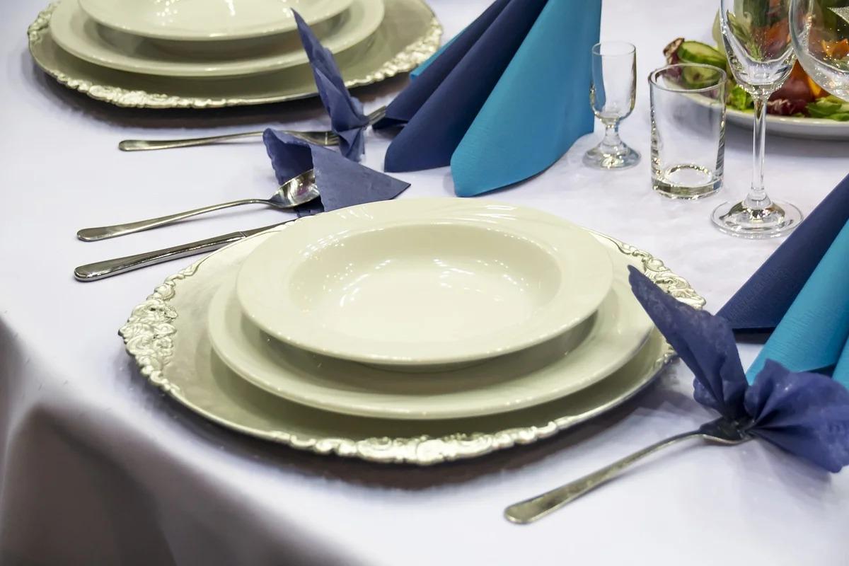 сервировка стола тарелки
