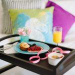 столик для завтрака в постель идеи оформления