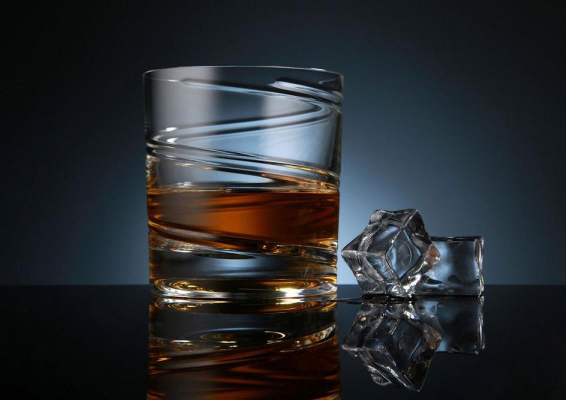 бокал для подачи виски