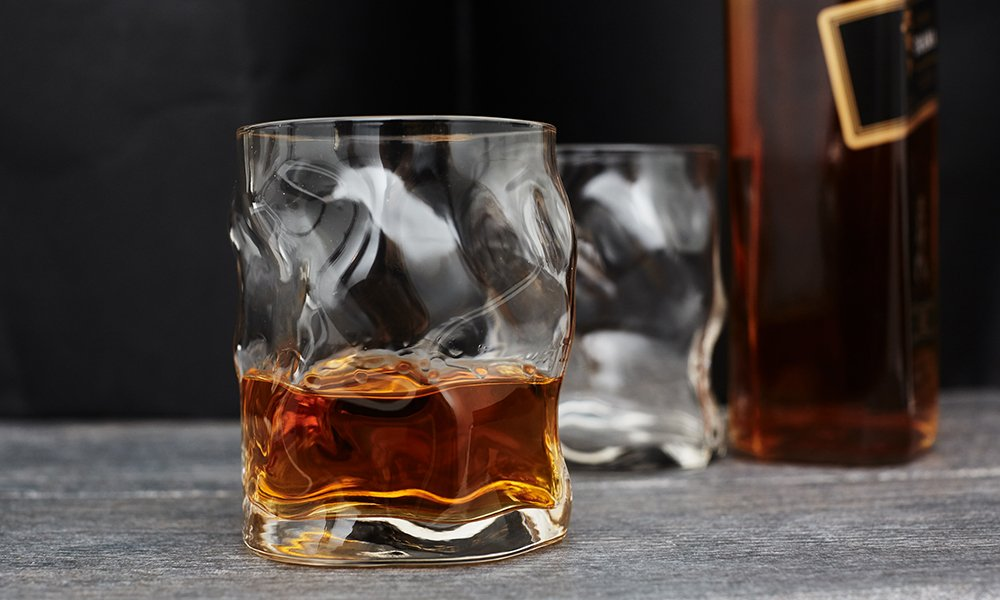 мятые бокалы для виски