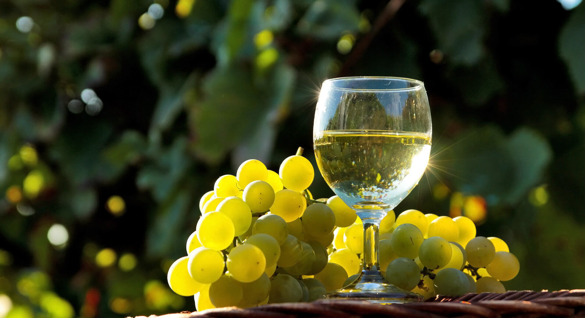 Бокал с белым вином