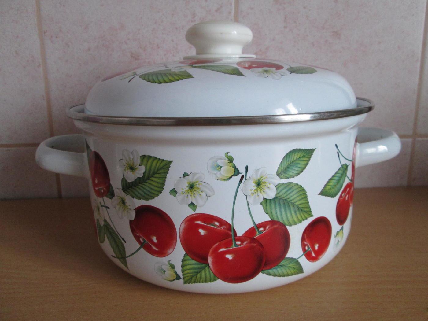 эмалированная кастрюля для кухни