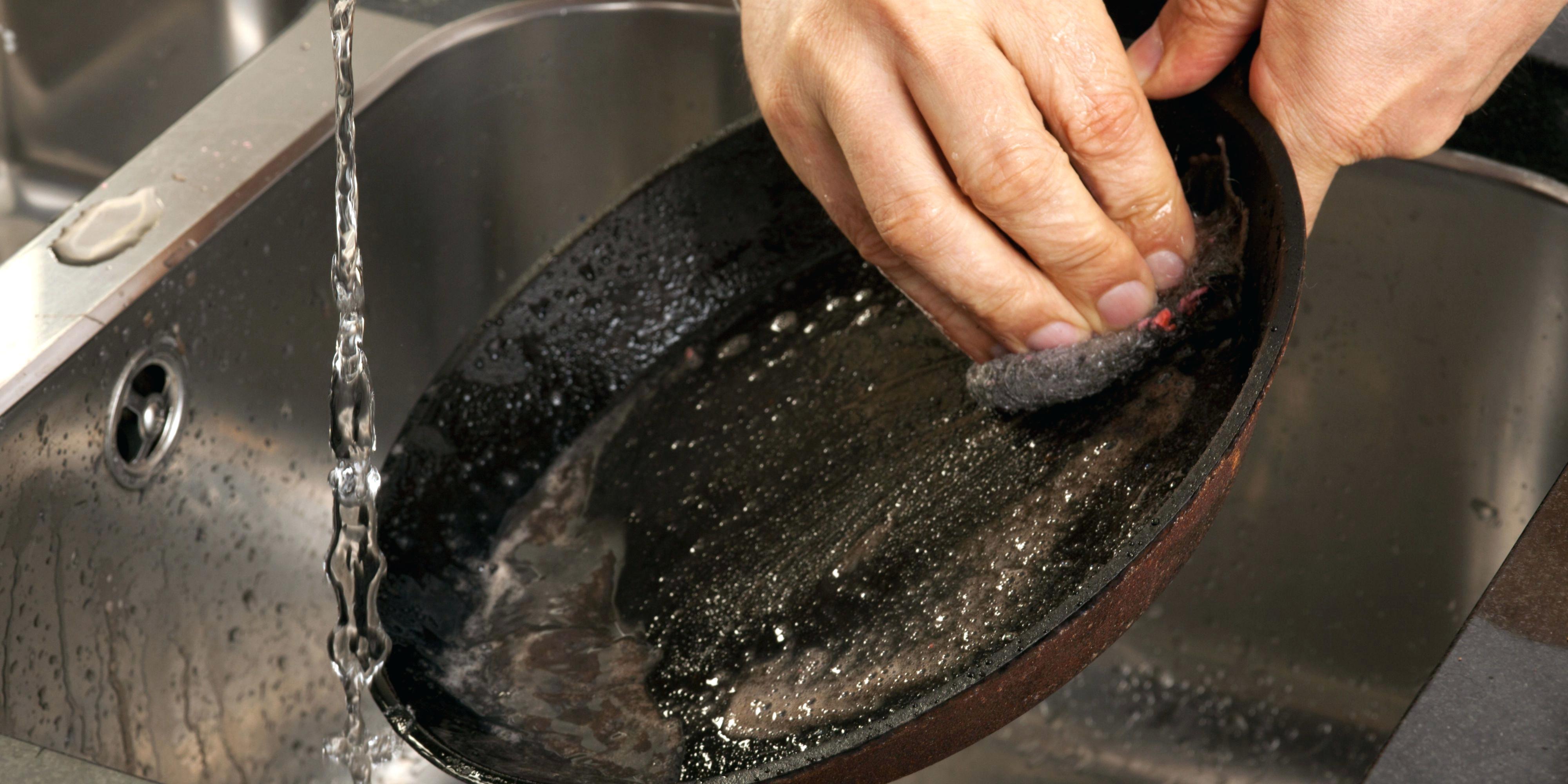 очистка чугунной сковороды от нагара